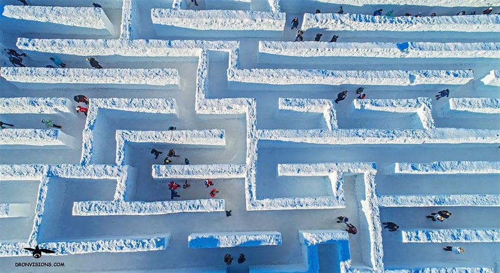 V Poľsku je najväčší snehový labyrint. Pozri sa ako to vyzerá v Snowlandii
