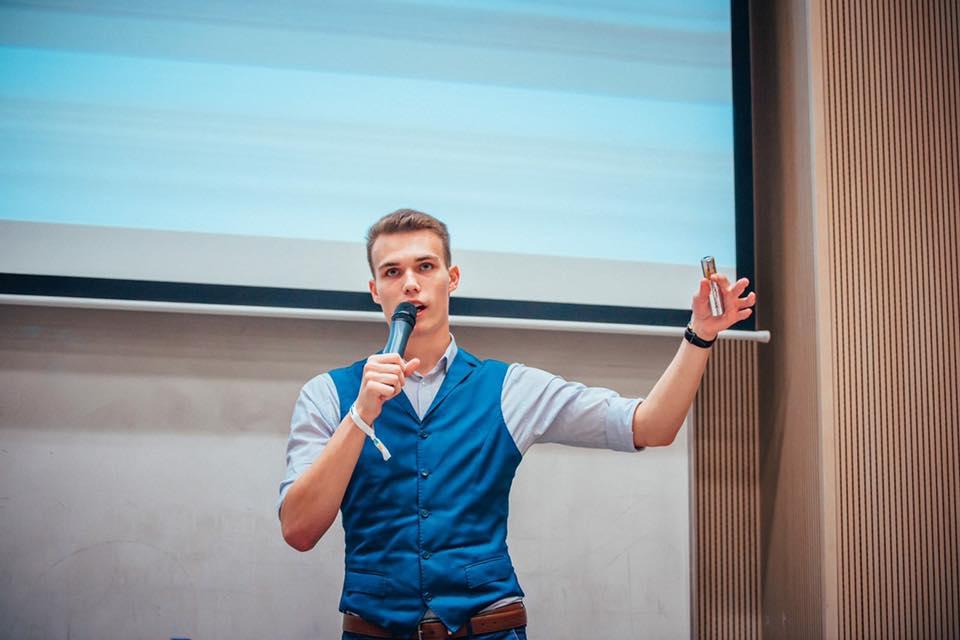 Filip v súčastnosti vzdeláva študentov FMK v Trnave prostredníctvom kurzu online marketingu.